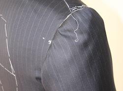 直井茂明スーツの特徴